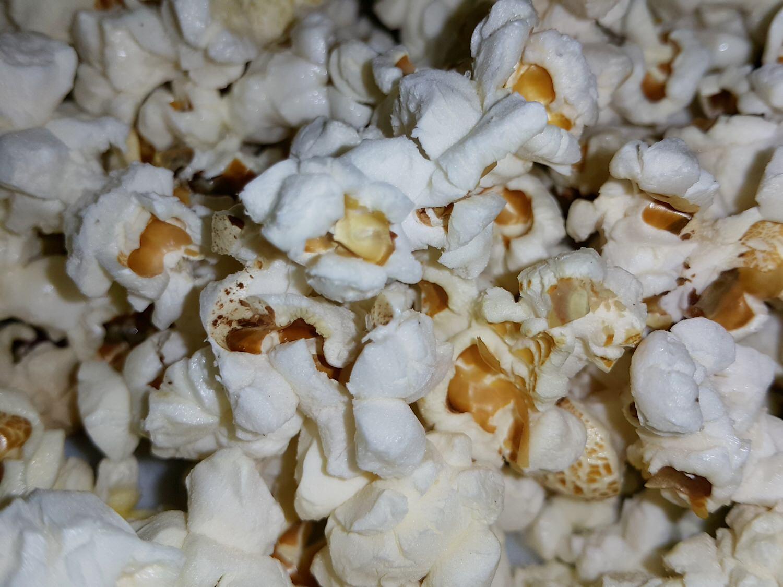【零嘴解饞】爆榖文化 の 整支帶梗微波爆米花食品(迷迭香口味) ➽ 超驚喜的爆米花 生平第一次看到 – 全素