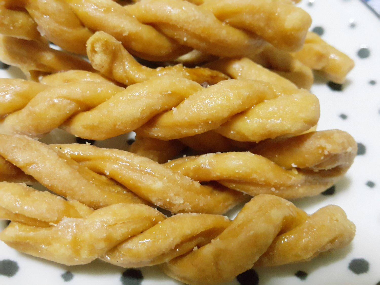 【琉球美食】以純手工製作、不添加防腐劑,超級香脆好吃 ➽ 合家 の 小琉球手工麻花捲(原味) -蛋奶素