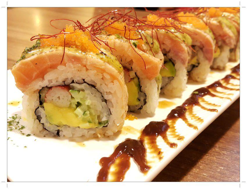 ➽美食。超級推薦 餐點選擇多樣化 用餐有日本氣氛 台中太平美食 箱町日式料理の 手鞠鮭魚球 & 鮭魚酪梨捲 & 青醬海陸拉麵