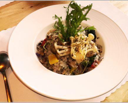 ➽美食。超級推薦 住宅地段還可以品嘗到如此用心的美食 Annie's House の 松露野菇時蔬燉飯(A套餐) & 經典瑪格麗特 & 安妮廚房特製沙拉 (台中/南區)