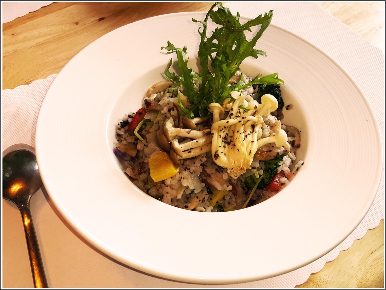 【義大利麵/燉飯/披薩推薦】Annie's House の 松露野菇時蔬燉飯(A套餐) & 經典瑪格麗特 & 安妮廚房特製沙拉 (台中/南區) ➽ 住宅地段還可以品嘗到如此用心的美食